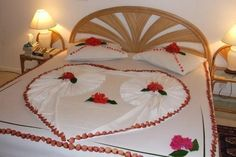 Maldives Complete - Home Heart Decorations, Room Decorations, Bedroom Ceiling, Bedroom Decor, Inter Video, Romantic Room Decoration, Towel Origami, Wedding Bedroom, Romantic Surprise