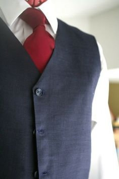 Navy Blue Pure Linen Men Suit. With red tie... Bc homeboy isn't wearing a tux.