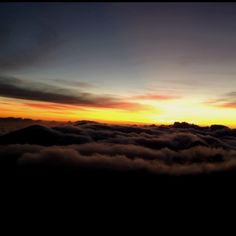Sunrise over Haleakala Crater in Maui. This is amazing, but chris and I had to wake up @3 am Hawaii time.