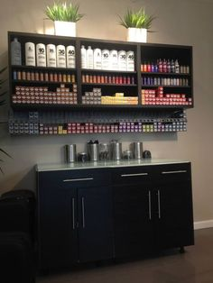 Best Salon Decor Hairdressing For Inspiration To Maximize Existing Place Home Hair Salons, Hair Salon Interior, Salon Interior Design, Interior Design Magazine, In Home Salon, Interior Modern, Beauty Salon Decor, Beauty Salon Design, Salon Color Bar