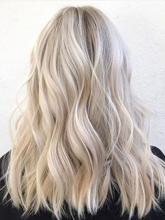 White Blonde Highlights, Balayage Blond, White Blonde Hair, Blonde Hair Shades, Blonde Hair Looks, Blonde Color, Hair Highlights, Platinum Highlights, Blonde Waves
