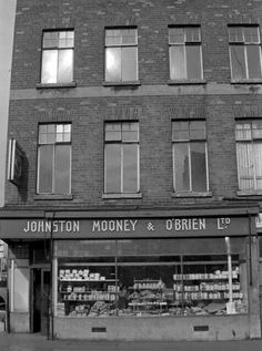 """""""Johnston Mooney and O'Brien bakes the best bread, best bread, bread you can rely on. Yes it's Johnston Mooney and O'Brien for your favourite family pan"""" - old Irish advertising jingle. Dublin Map, Dublin Hotels, Visit Dublin, Dublin City, Dublin Ireland, Old Pictures, Old Photos, Antique Photos, Old Irish"""