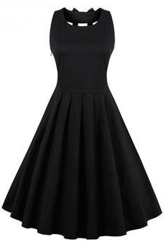 open back vintage dresses, black vintage dresses, 50s vintage dresses, 1950s women dresses, black cocktail dresses, little black dresses @veenrol