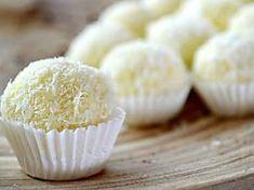 Bon bon e dolcetti al cocco: le ricette per farli in casa, anche con i biscotti sbriciolati