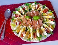 Fit sałatka z jajkiem i łososiem (250 kalorii) - Blog z apetytem Keto Diet Book, Vegan Keto Diet, Soup Recipes, Salad Recipes, Easy Hamburger Soup, Ground Beef And Potatoes, Pasta Salad, Food Videos, Potato Salad