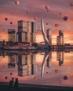 Balloons above #Rotterdam nr2 😎☺ My suggestion would be to have a yearly hot air balloon festival in the city.. who's with me? #rottergram…