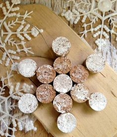 DIY Wine Cork Snowflake Christmas Ornament - - What a great use for all those corks! Classic DIY Wine Cork Snowflake Ornament via Happy Mothering Wine Craft, Wine Cork Crafts, Wine Bottle Crafts, Wine Bottles, Wine Glass, Wine Cork Ornaments, Snowflake Ornaments, Wine Cork Art, Wine Corks