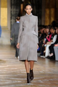 I'd love to see this on someone with actual curves instead of on a walking coat rack. Grey Fashion, Runway Fashion, Fashion Show, Womens Fashion, Going Out Outfits, Classy Casual, Winter Coats Women, Coat Dress, Everyday Fashion