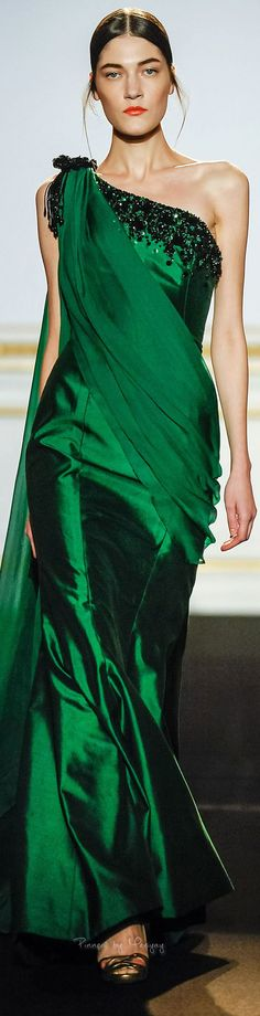 Green Sateen silk evening dress by Dany Atrache SS 2015 Traje A Rigor, Winter Typ, She's A Lady, Lady Loki, Green Gown, Green Silk, Red Green, Glamour, Models
