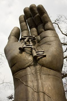 One of two giant hands, Montevallo, Alabama, United States, 2010, photograph by Crimson Law.