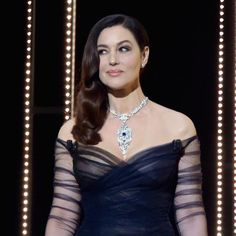 Monica Bellucci Cannes 2017 in Cartier necklace Monica Bellucci, Black Dress With Sleeves, Dresses With Sleeves, Cruella Costume, Cannes 2017, Bond Girls, Celebrity Jewelry, Italian Actress, Italian Beauty