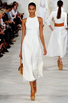 See every single look in the latest Ralph Lauren collection 2019 - Sommer Kleider Ideen White Fashion, Look Fashion, Fashion Show, Womens Fashion, Street Fashion, Girl Fashion, Fashion Tips, Ralph Lauren Style, Ralph Lauren Collection