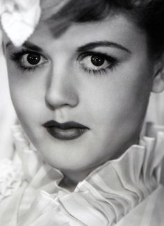 Angela Lansbury in The Private Affairs of Bel Ami One of my favorites! Hollywood Icons, Vintage Hollywood, Hollywood Stars, Classic Hollywood, Hollywood Glamour, Angela Lansbury, Men Are Men, Star Wars, Interesting Faces