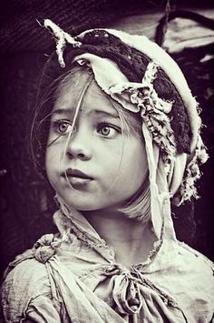 Beautiful shot of a little gypsy gal. ❀⊱╮ღ