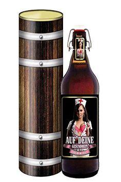 Die Bierdose auf Deine Gesundheit besteht aus einer Ein-Liter Bügelflasche Bier mit einem attraktiven Etikett (Krankenschwester) in einer Dose in Holzoptik.