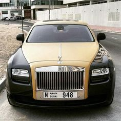 Two Tone Rolling Rolls Royce Dubai, Expensive Sports Cars, Rolls Royce Phantom, Power Cars, Amazing Cars, Awesome, Led Headlights, Hot Cars, Car Pictures