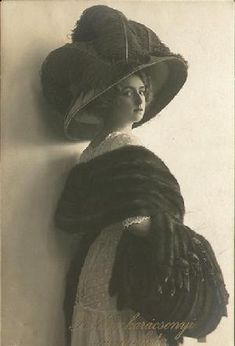 Edwardian fashion plate sporting a large, gorgeous Merry Widow hat, ca. 1907.