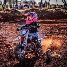 Couple Motocross, Motorcycle Baby, Enduro Motocross, Motocross Girls, Womens Dirt Bike Gear, Dirt Bike Girl, Moto Cross Ktm, Girl Motorcyclist, Kawasaki Dirt Bikes