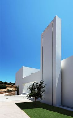 The Inspirational Designs of Greek Architect Nicos Valsamakis Public Architecture, Modern Architecture, Urban Beauty, Arch House, Minimal Home, Modern House Design, Ground Floor, Entrance, Greece
