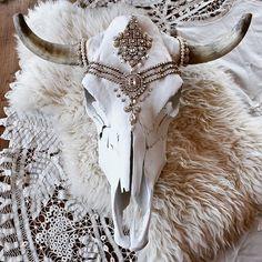 WEBSTA @ child_of_wild - ✥ we are thrilled to be donating this custom skull up for auction this weekend for ✥ Bull Skulls, Deer Skulls, Animal Skulls, Cow Skull Decor, Cow Skull Art, Painted Cow Skulls, Buffalo Skull, Antler Art, Antler Crafts