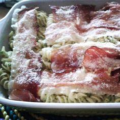 Pasta al forno senza glutine con zucchine, speck e mandorle