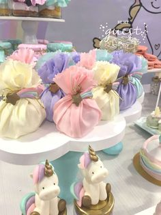 Be My Guest Party's Birthday / Unicorns - Photo Gallery at Catch My Party Unicorn Themed Birthday Party, 1st Birthday Girls, 1st Birthday Parties, Birthday Party Decorations, Pastel Party Decorations, Unicorn Baby Shower, Baby Shower Parties, Maya, Party Ideas