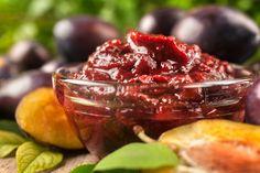 Fűszeres, hagymás szilvaszósz: a komolyabb sültekhez csípősen az igazi - Recept   Femina Pesto, Plum, Cabbage, Fruit, Vegetables, Recipes, Food, Recipies, Essen