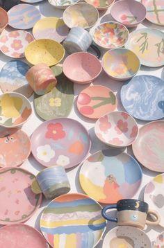 Pottery Painting, Ceramic Painting, Ceramic Art, Diy Clay, Clay Crafts, Tile Crafts, Ceramic Pottery, Pottery Art, Keramik Design