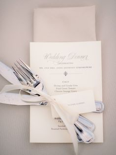 Clean white place setting: http://www.stylemepretty.com/2014/12/17/romantic-charleston-fall-wedding/ | Photography: TimWill - http://www.timwillphoto.com/