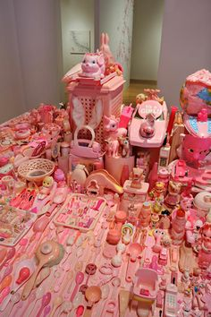 portia munson - A collection of objects , could be inspiration for GCSE question Arrangements Collections Of Objects, Displaying Collections, Toys Land, Pink Cadillac, Retro Toys, The Sims, Everyday Objects, Installation Art, Kitsch