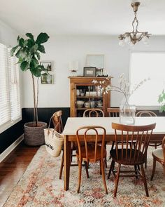 Gotta document a clean dining room while it doesn't look like a laundry volcan. Gotta document a clean dining room while it doesn't look like a laun Dining Room Inspiration, Home Decor Inspiration, Minimalism Living, Room Interior, Interior Design, Dining Room Design, Dining Room Rugs, Living Room, Room Chairs