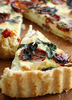 Low FODMAP and Gluten free Vegetarian recipe - Roasted tomato, basil & Parmesan quiche   http://www.onesano.com/#!roasted-tomato--parmesan-and-basil-quich/l9h5z