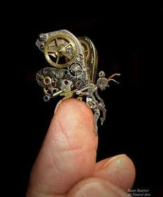 Mechanical bugs, animals, steampunk miniatures... basically everything that I want in this life.