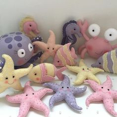 Fundo do mar para meninas candy color Felt Diy, Felt Crafts, Fabric Crafts, Diy And Crafts, Sewing Toys, Sewing Crafts, Sewing Projects, Fabric Toys, Felt Patterns