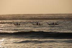 """Fischer in ihren traditionellen """"Caballito de Totora"""" - Huanchaco (Peru)"""