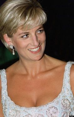 Diana, Princess of Wales at a private viewing and reception at Christies in aid of the Aids Crisis Trust and The Royal Marsden Hospital Cancer Fund, Diana is wearing a dress by designer Catherine. Get premium, high resolution news photos at Getty Images Princess Diana Death, Princess Diana Photos, Princess Diana Family, Real Princess, Princess Of Wales, Princesa Diana, Diana Fashion, Royal Fashion, Lady Diana Spencer