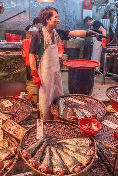 JohKl Fish market in Hong Kong, China World Food Market, Travel Baby Showers, Chinese Market, China Hong Kong, Traditional Market, China Travel, Italy Travel, Chinese Culture, People Of The World