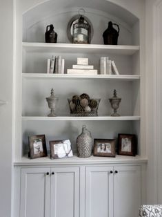 Traditional Family Room Built In Bookcase Design, Pictures, Remodel, Decor and Ideas - page 8 Living Room Built Ins, Living Room Shelves, Home Living Room, Alcove Ideas Living Room, Room Ideas, Apartment Living, Built In Cupboards Living Room, Wall Cabinets Living Room, Alcove Cupboards