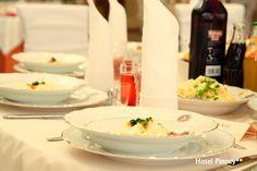 Serwujemy tradycyjne potrawy kuchni polskiej i śląskiej. We serve traditional Polish and Silesian cuisine.