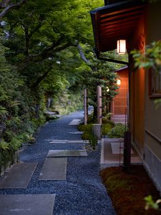 Hoshinoya Kyoto, Japan Designed by Azuma Architects. Photography by Jonathan Savoie// Hoshinoya Kyoto, Japan Designed by Azuma Architects. Photography by Jonathan Savoie Traditional Japanese House, Japanese Style, Japon Tokyo, Japan Garden, Japan Design, Japanese Architecture, Japanese Culture, Studio Ghibli, Japan Travel