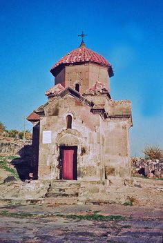 ARCHITECTURE, FIRST OF THE ARTS - Ashtarak, Karmravor, cruciform chapel, VIIth century. Photo: Ara Güler