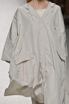 Off-white parka | Fluid coat | MaxMara Spring 2014