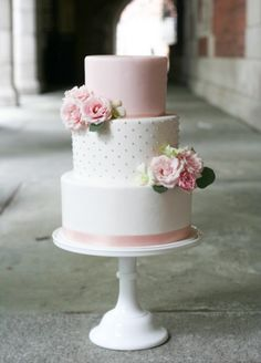pink fondant with fresh flowers