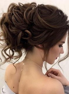 Long Wedding Hairstyles from Elstile / http://www.himisspuff.com/long-wedding-hairstyles-from-elstile/2/