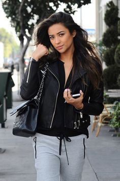PHOTOS] Shay Mitchell out for lunch with friends Shay Mitchell, Ontario, Pretty Little Liars Series, Toronto, Sasha Pieterse, Emily Fields, Popular Series, Moving To Los Angeles, Nicole Scherzinger