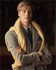 POLO Ralph Lauren rounds up a handsome lot of models for its fall-winter 2018 campaign. Estilo Ivy, Preppy Boys, Hipster Boys, Preppy Style, Men's Style, Ivy League Style, Polo Ralph Lauren, Stylish Mens Fashion, Guy Fashion
