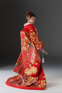煌びやかな流線 ♡花嫁衣装 色打掛 赤の参考一覧♡