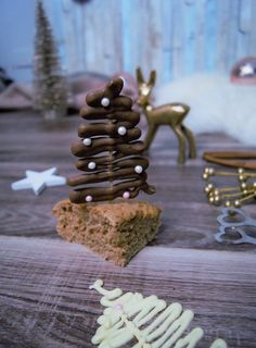 Köstlicher Zimtkuchen und dekorative Schokoladenbäume - Pretty You Chocolate Tree, Cinnamon Cake, Xmas, Christmas, Delicious Desserts, Nom Nom, Crafts For Kids, Deserts, Place Card Holders