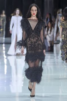 Ralph & Russo Spring 2018 Couture Fashion Show Collection: See the complete Ralph & Russo Spring 2018 Couture collection. Look 51 Feather Fashion, Gypsy Fashion, Couture Fashion, Runway Fashion, Fashion 2018, Fashion Week, High Fashion, Spring Couture, Couture Week