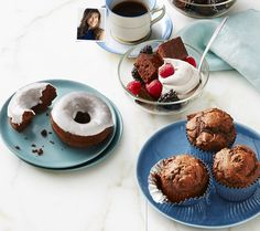 For those times when you just need a little chocolate (um, regularly?), reach for Hungry Girl LisaLillien's favorite savior: devil's food cake mix. She turns it into all kinds of soul-satisfying stay-slim treats. 1-1/4 cups devils food cake mix